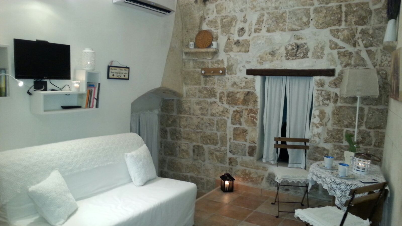 Beautiful detached house set in the rock for Sale in the heart of the historic center of Ostuni
