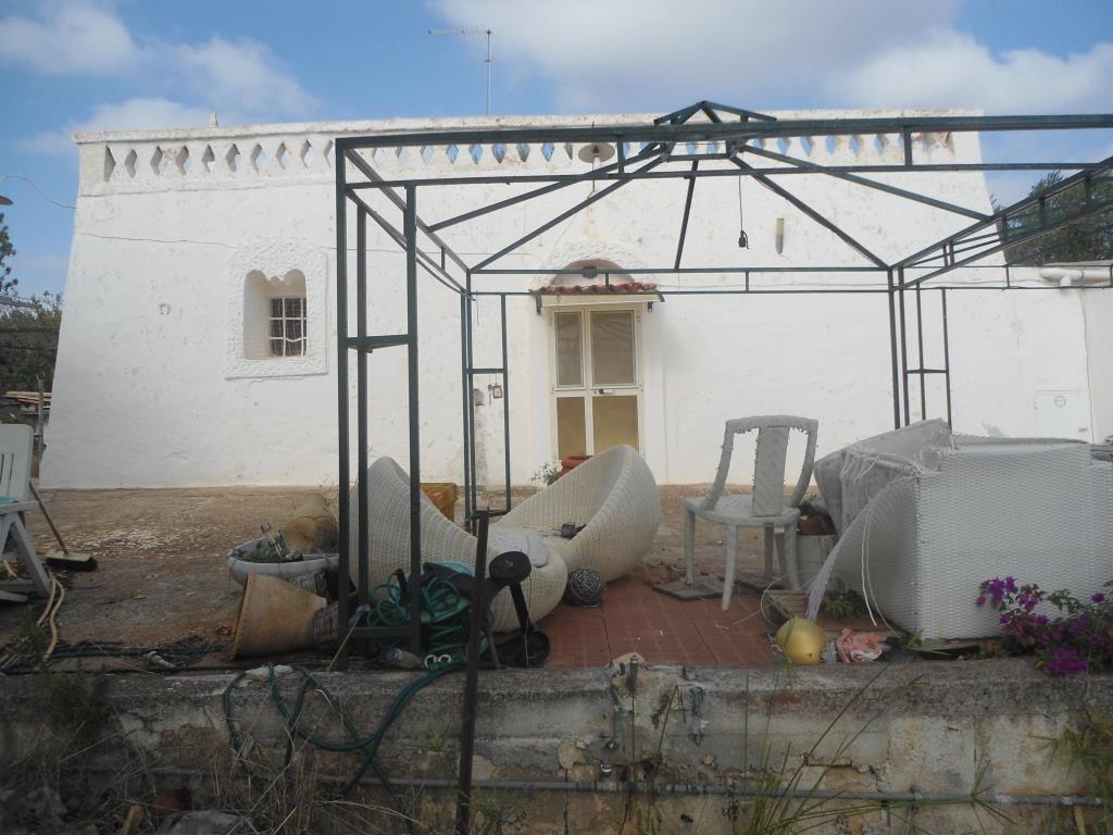 Ancient Farmhouse for sale in Ostuni