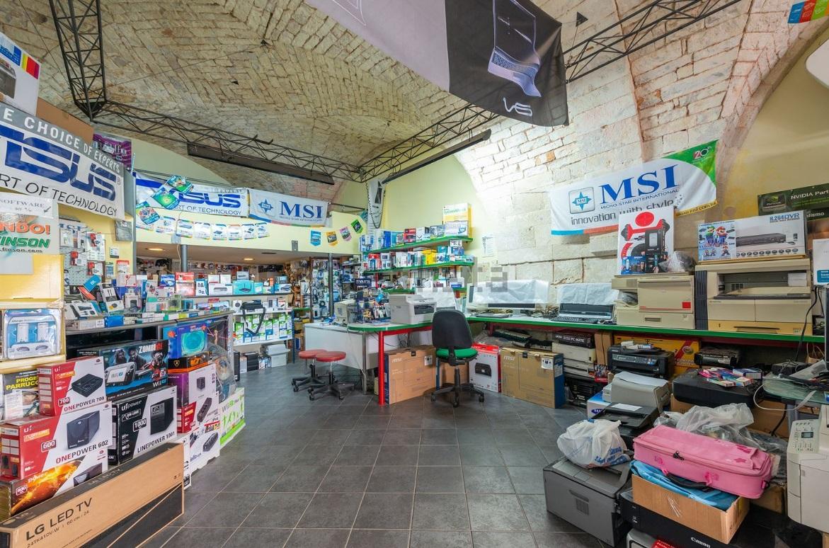 Shop for sale in Ostuni in corso vittorio emanule